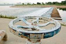 Free White And Blue Rusty Faucet Wheel Stock Photography - 20544102