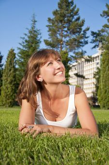 Free Beautiful Young Woman Smiling In A Field Royalty Free Stock Photos - 20544738