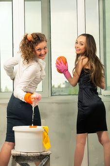 Free Glamour Girls Washing The Window Stock Photo - 20546200