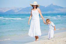 Free Young Mother With Her Son On Beach Vacation Royalty Free Stock Photography - 20546307