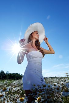 Free Girl In Dress On The Daisy Flowers Field Royalty Free Stock Photos - 20547068