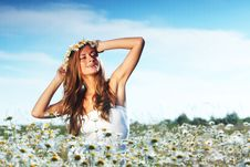 Free Girl In Dress On The Daisy Flowers Field Stock Photography - 20547082
