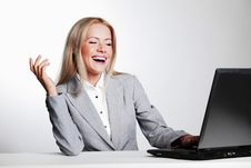 Free Business Woman Working On Laptop Royalty Free Stock Photos - 20547188