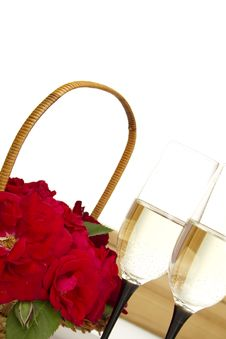 Basket With Roses And Champagne Royalty Free Stock Images