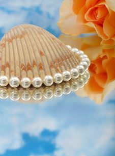 Free Elegant Pearls Over Glass With Clouds Royalty Free Stock Images - 20548279