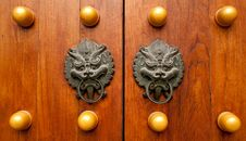 Free Chinese Temple Door Royalty Free Stock Images - 20550799