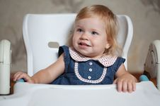 Free Little Girl Sitting At The Table And Looking Left Royalty Free Stock Image - 20551346