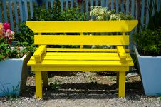 Free Yellow  Bench Stock Photography - 20551872