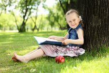 Free Portrait Of A Little Girl In The Park Royalty Free Stock Photography - 20553097