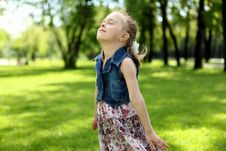 Free Portrait Of A Little Girl In The Park Royalty Free Stock Photography - 20553117