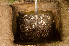 Free Well With Coins Royalty Free Stock Images - 20553199