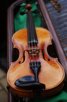 Free Violin Laying On A Cimbalon. Royalty Free Stock Photos - 20555998
