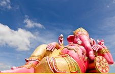 Free Pink Ganecha Statue In Relaxing Stock Photo - 20556700