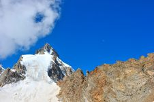 Free Top Of High Mountains, Covered By Snow. Royalty Free Stock Image - 20557516