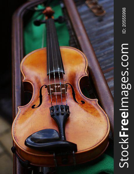 Violin laying on a cimbalon.