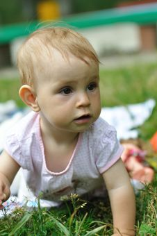 Free Baby Playing On The Lawn Royalty Free Stock Image - 20561646