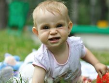 Free Baby Playing On The Lawn Royalty Free Stock Photos - 20561708