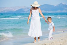 Free Young Mother With Her Son On Beach Vacation Royalty Free Stock Images - 20564009