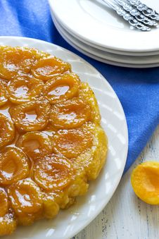 Free Served Tart Tatin With Apricots Royalty Free Stock Image - 20564376