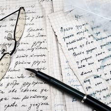 Free Fountain Pen And Eyeglasses Royalty Free Stock Image - 20564836