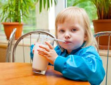 Free Girl In The Cafe Royalty Free Stock Photography - 20567207