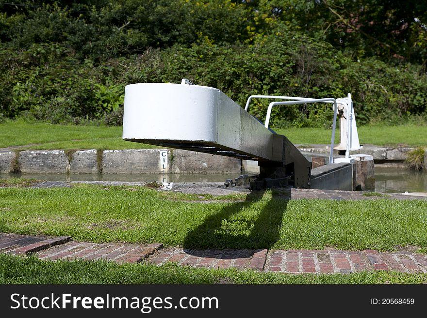 Narrow boat lock gate