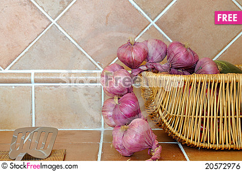 Free Kitchen Ware And Onion Royalty Free Stock Image - 20572976