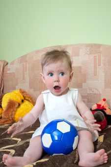 Free Baby With Ball Royalty Free Stock Photo - 20572165