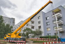 Free Yellow Automobile Crane With Risen Telescopic Boom Royalty Free Stock Photo - 20575255