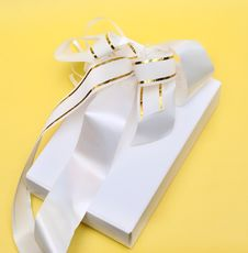 Free Gift Box With Bow Stock Photo - 20581260