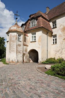 Free Entrance In Medieval Castle. Royalty Free Stock Photos - 20593878