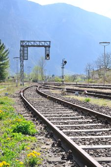 Free Railroad Tracks With Lights Royalty Free Stock Photos - 20595778