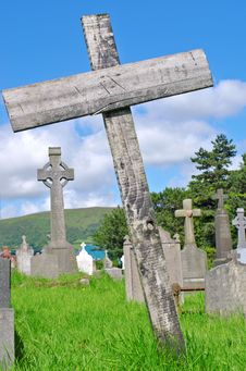 Free Wooden Cross Poor Pauper S Grave Royalty Free Stock Photos - 20596348