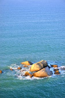 Free Rock And Sea Water In Sunrise Lighting Royalty Free Stock Photos - 20598308