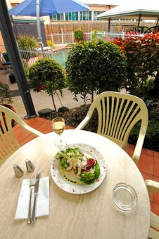 Free Dining Outdoors Royalty Free Stock Image - 2061476