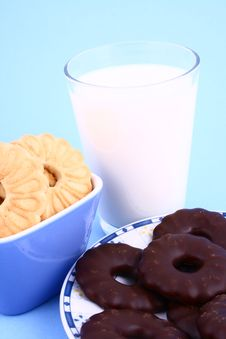 Free Cookie Nad Milk Stock Photo - 2068820