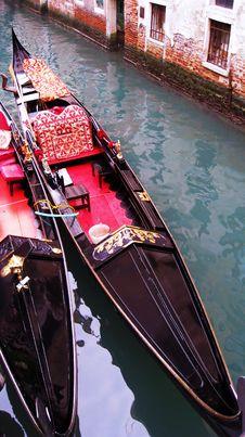 Free Gondolas In Venice Italy Canal Royalty Free Stock Photo - 20600725