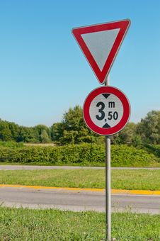 Free Attention Road Sign Stock Photography - 20603142