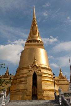 Free Golden Pagoda Royalty Free Stock Image - 20605006