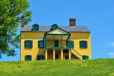 Free Hopper Yellow House Royalty Free Stock Images - 20606379