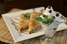 Free Cream Dessert Royalty Free Stock Photography - 20609417