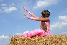 Free A Girl In A Field Royalty Free Stock Images - 20610739