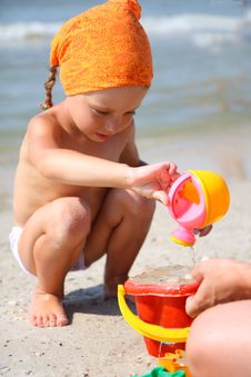 Free Cute Girl Playing With Beach Toys Stock Images - 20611084