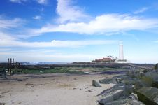 Free St Mary S Lighthouse With Rocks Stock Photo - 20614680