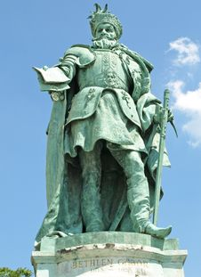 Free Statue On Heroes Square Royalty Free Stock Photos - 20619768