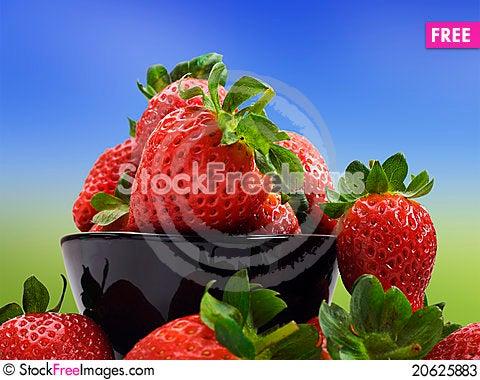 Free Fresh Healthy Strawberries On White Stock Photos - 20625883