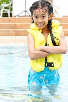 Free Cute Young Girl Standing In A Pool Royalty Free Stock Photo - 20623245