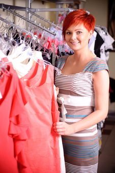 Free Happy Woman Shopping Stock Photography - 20625022