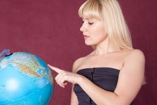 Free The Girl With The Globe Royalty Free Stock Photos - 20629538