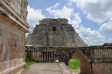 Free Mexico - Pyramid Of Uxmal Royalty Free Stock Image - 20638826
